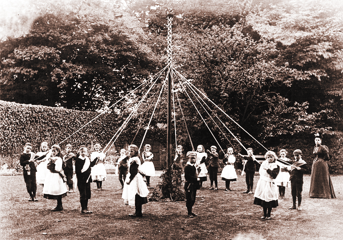 Beckworth_maypole
